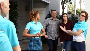 """THE NEIGHBORS - """"There Goes The Neighbors' Hood"""" - Larry learns that he is pregnant and makes a decision about returning home or staying with the rest of the Zabvronians. Meanwhile, Reggie must also decide if he wants to stay himself or turn human, and the families see two new visitors arriving at the neighborhood (Candace Cameron and Scott Weinger reunite from """"Full House"""" to guest star), on the season finale of """"The Neighbors,"""" FRIDAY, APRIL 11 (8:31-9:00 p.m., ET) on the ABC Television Network. (ABC/Danny Feld) TOKS OLAGUNDOYE, LENNY VENITO, JAMI GERTZ, SIMON TEMPLEMAN"""