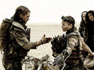 bcbc5ed0-e220-11e4-88c9-15b3bf5fb2b0_mad-max-fury-road-tom-hardy-charlize-theron1