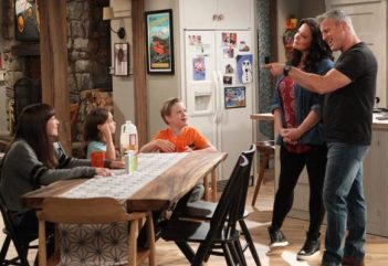 man-with-a-plan-tv-series-cbs-season-one-premiere-cancelled-renewed-582x400