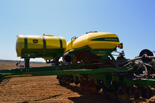 16-row corn planter tanks