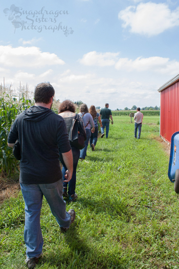 Bloggers headed out to the sweet corn patch.