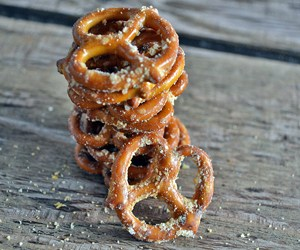 garlic-parmesan-pretzels-featured-thumbnail