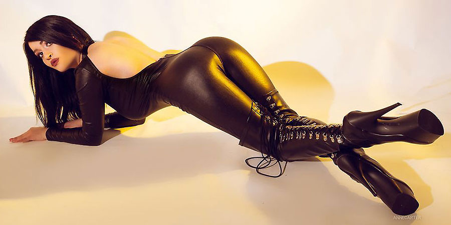kinky fetish loving camgirl AnneCarter in latex bodysuit