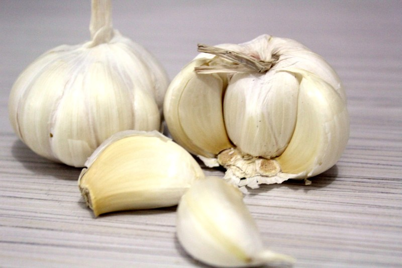 Treatment of pain in the calf of the feet - Garlic - Image