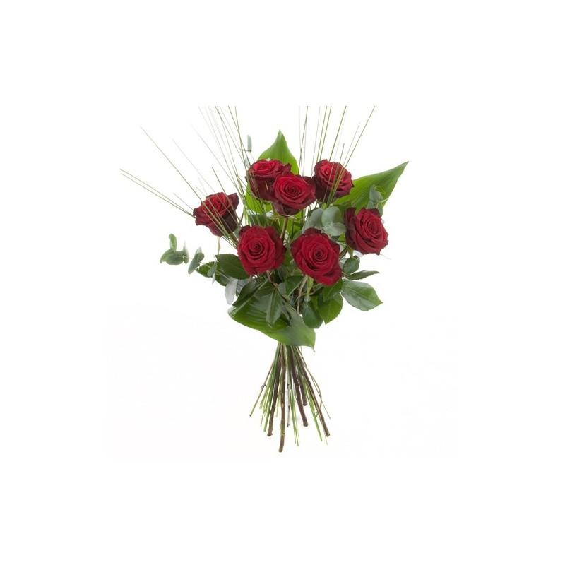 rote Rosen mit Blttern und Grsern zum Rosenstrauss