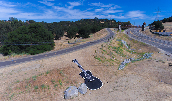 https://i0.wp.com/www.myfolsom.com/wp-content/uploads/2016/07/Johnny_Cash_Trail_Bridge_Folsom_CA_01.jpg