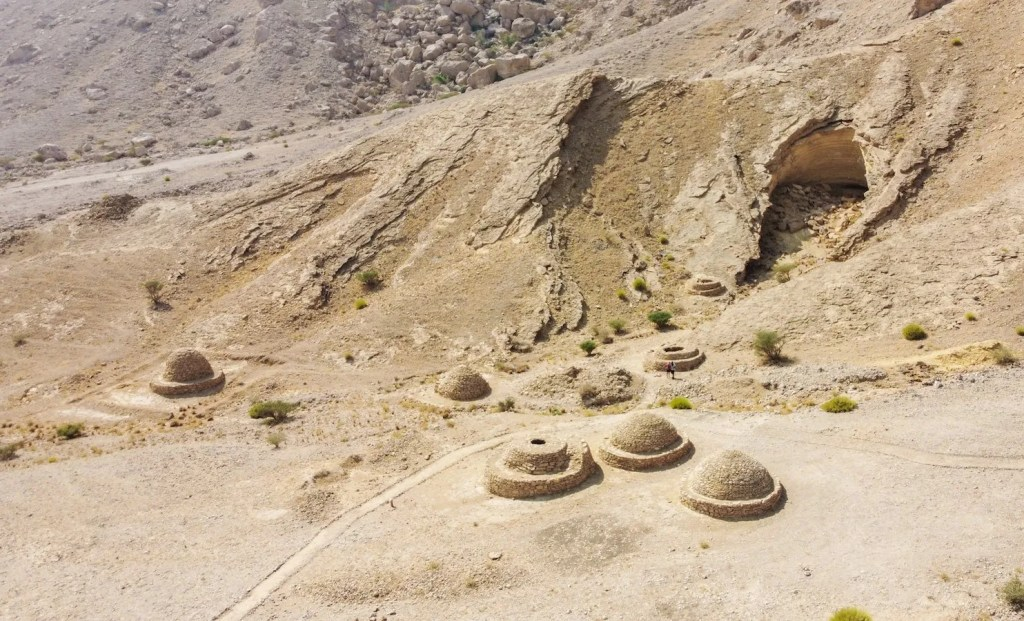 Beehive tombs - places to visit in Al Ain