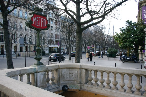 MyFrenchLife™ - Janelle Gould - Solo Travellers - Metro