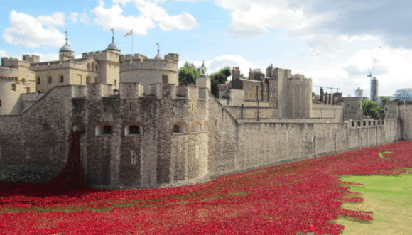 MyFrenchLife™ – MyFrenchLife.org - World War 1 - Great War - World War I - Remembrance ceramic poppies Tower of London -
