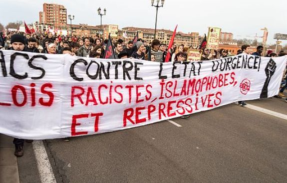 MyFrenchLife™ – MyFrenchLife.org – France – state of emergency – extension – 2016 – meaning – terrorism – Paris attacks – human rights – protest