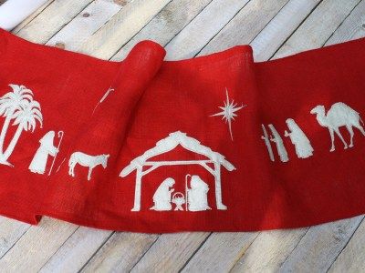 embroidered christmas runner - myfrenchtwist.com