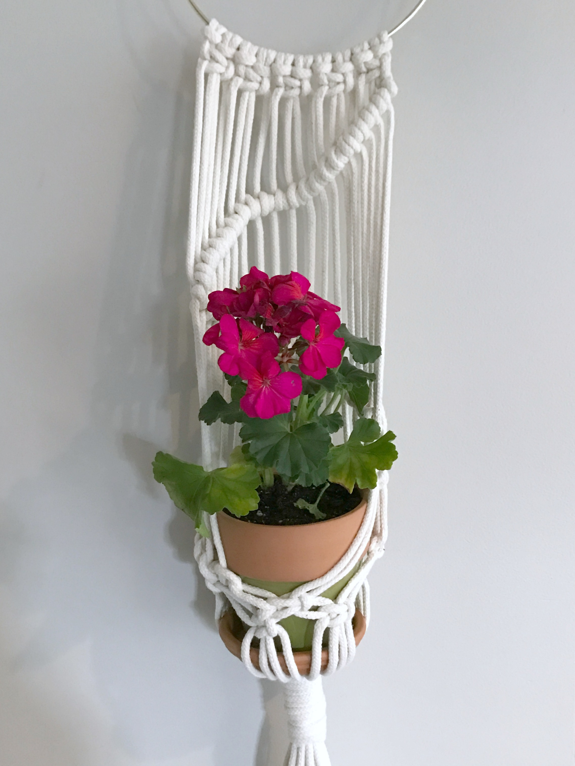 macrame and terra cotta planter - myfrenchtwist.com