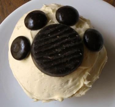 pawprint cupcake