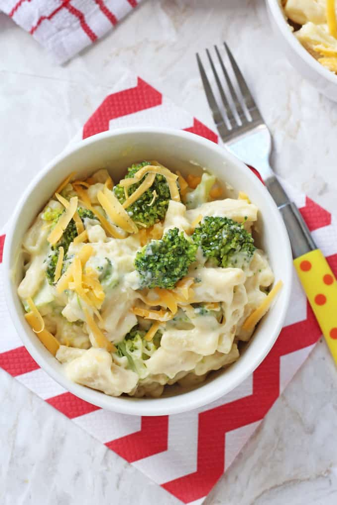 A super easy and delicious family meal ready in less than 15 mins. This Broccoli Mac & Cheese is sure to be a new family favourite!