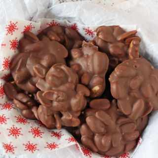 Easy Chocolate Peanut Clusters