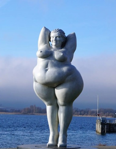 obese women as statue