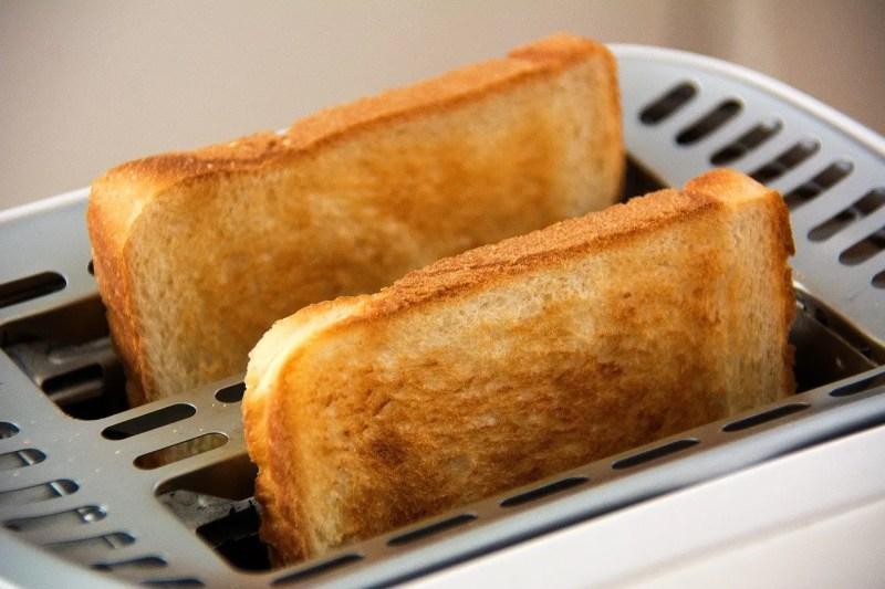 toast bread in toaster
