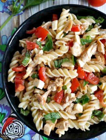 Cold chicken caprese pasta salad recipe