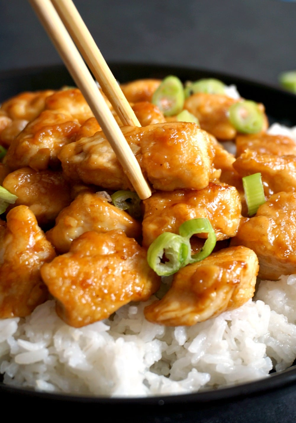 Easy orange chicken recipe, one of my top 10 Chinese dishes that l could have any time. Tender chicken coated in a zesty orange sauce and garnished with spring onion. Ready in under 15 minutes. Serve with rice, and you have the most delicious dinner recipe.