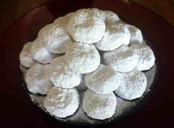 Traditional Kourampiedes / Kourabiethes (Greek Christmas Butter Cookies)
