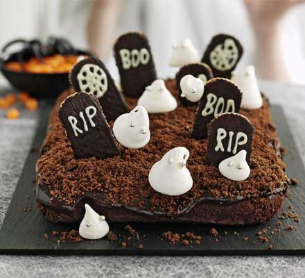 Extra scary haunted Halloween cake