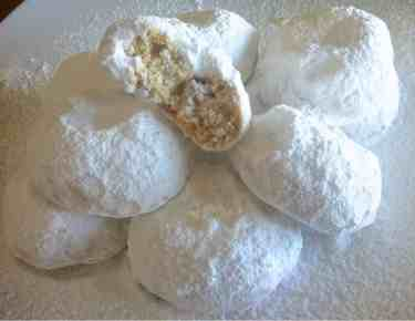 Kourabiedes recipe - Kourambiethes (Christmas Greek butter cookies)