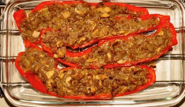 Puntpaprika's met gehakt