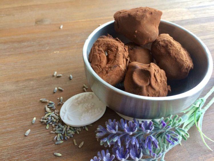 Zelf lavendel slagroomtruffels maken