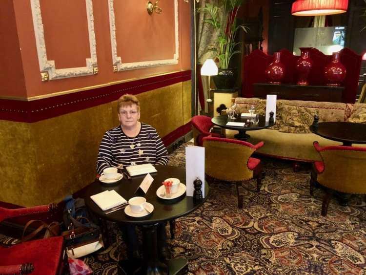 High tea in hotel Des Indes
