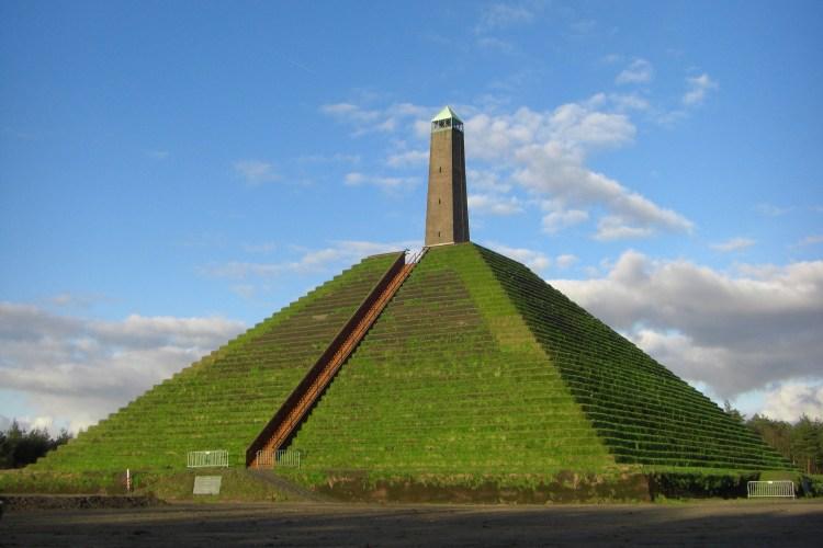 Goedkoop of gratis dagje uit: Pyramide van Austerlitz
