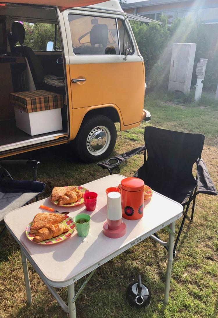 Ontbijten voor de camper