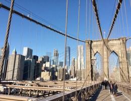 Der Spaziergang über die Brooklyn Bridge ist kostenlos und bietet trotzdem unbezahlbare Ausblicke
