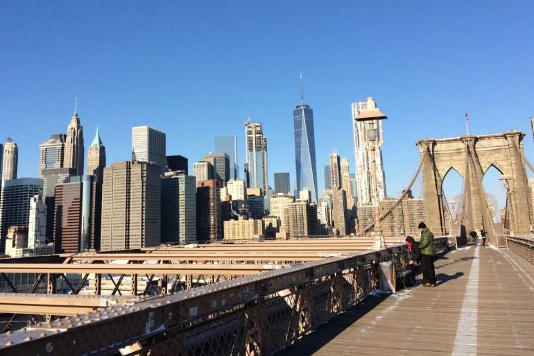 Von der Brooklyn Bridge hast du einen perfekten Blick auf die Skyline
