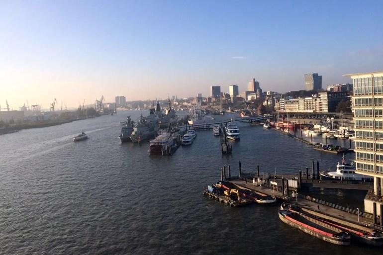 Diesen Ausblick über den Hafen gibt's nur auf der Elbphilharmonie