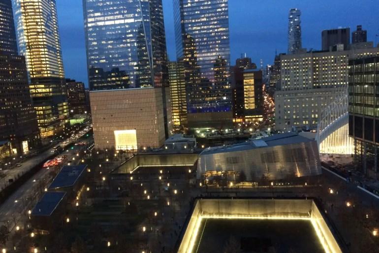 Vom World Center Hotel hast du einen spektakulären Ausblick auf das 9/11 Memorial