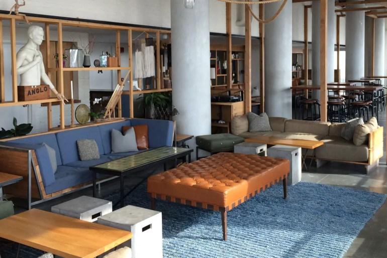 Schön eingerichtet: die Bar im Hotel Indigo