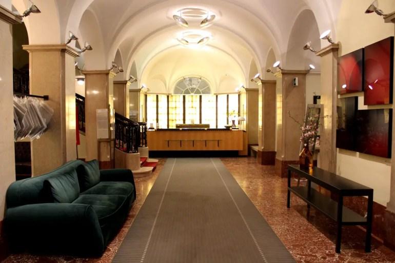 Schon der Eingangsbereich im Parkhotel Laurin verströmt die Atmosphäre eines alten Grand Hotels