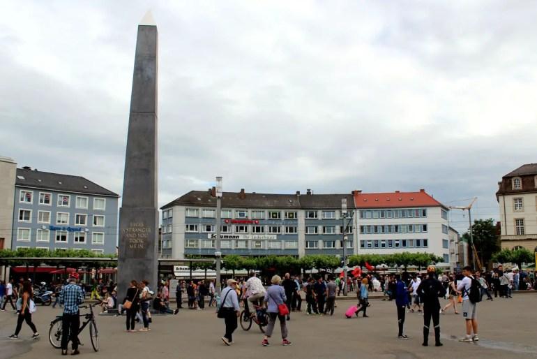 Der Obelisk auf dem Königsplatz könnte schon immer hier stehen
