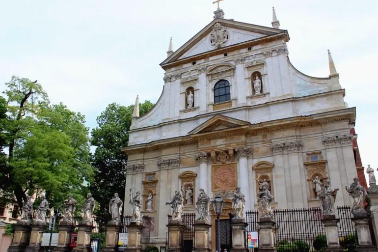 Die Kirche St.-Peter-und-Paul mit ihren Brüstungen mit den zwölf Aposteln