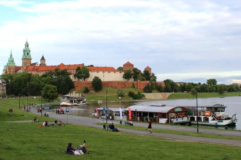 Der Wawel thront hoch über der Weichsel