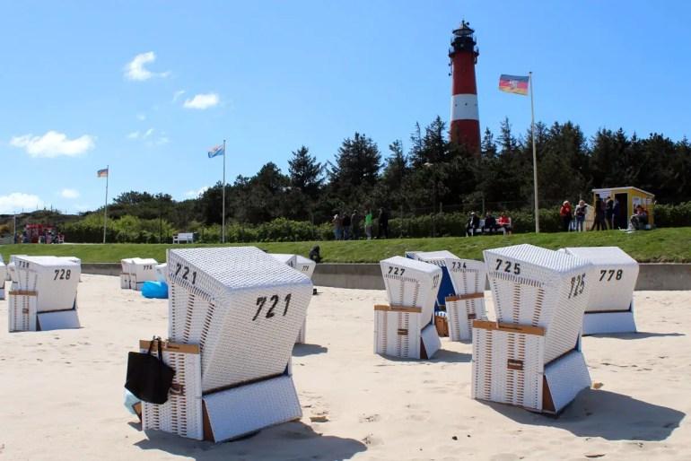 Das Wahrzeichen von Rantum: der Leuchtturm direkt am Strand