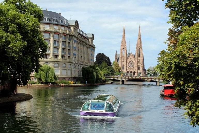 Bietet neue Perspektiven: eine Schiffstour auf der Ill