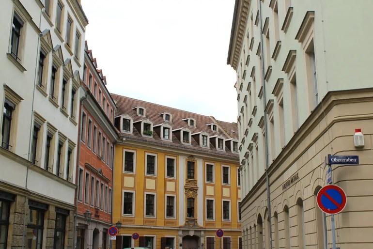 Auch in Dresdens Ausgeh- und Szeneviertel Neustadt gibt es viele hübsch dekorierte Häuser
