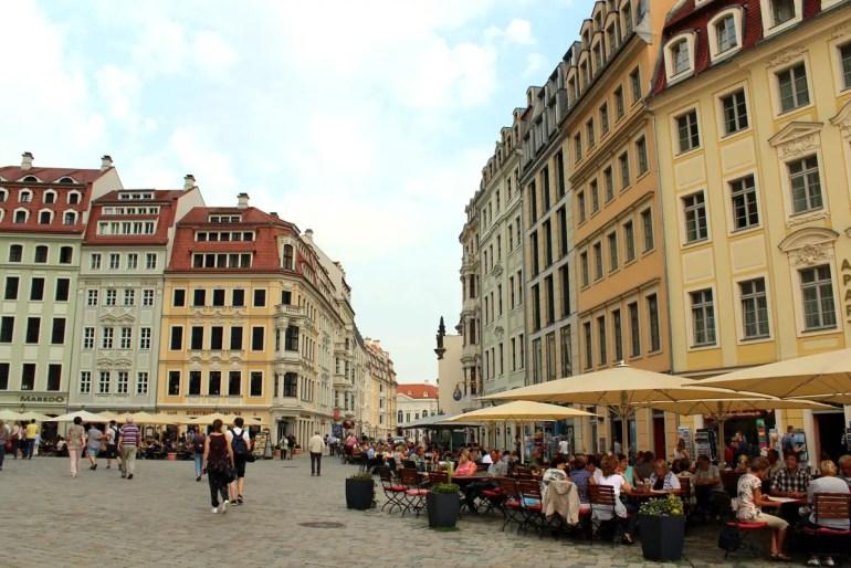 Wieder aufgebaute barocke Pracht: die Bürgerhäuser am Dresdner Neumarkt