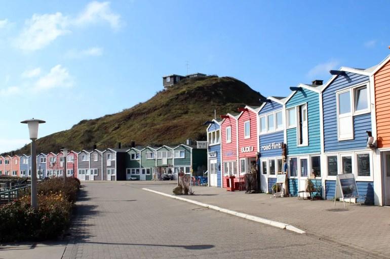 Farbenfrohes Wahrzeichen von Helgoland: Die Hummerbuden