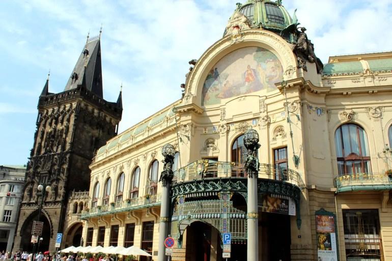Das Gemeindehaus ist ein reich dekoriertes Beispiel für den Prager Jugendstil