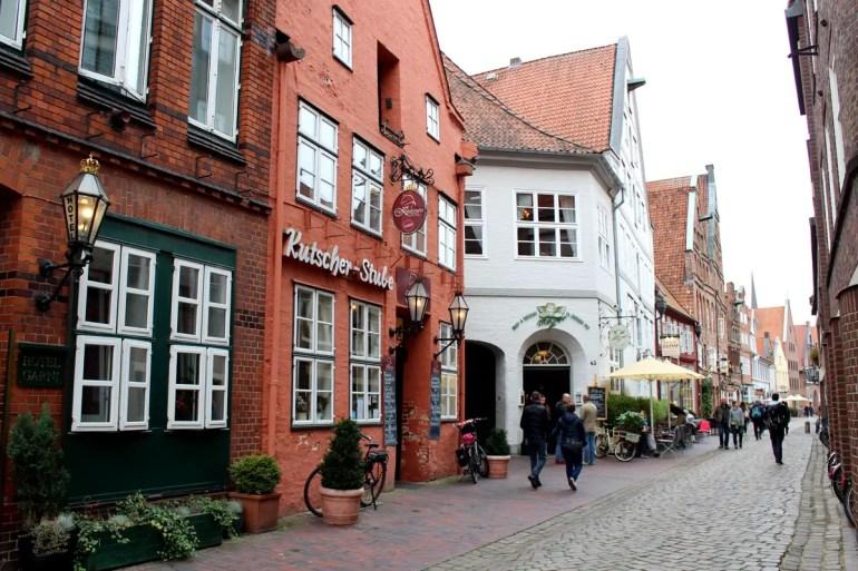 Entlang der Heiligengeiststraße befinden sich viele Restaurants und Cafés