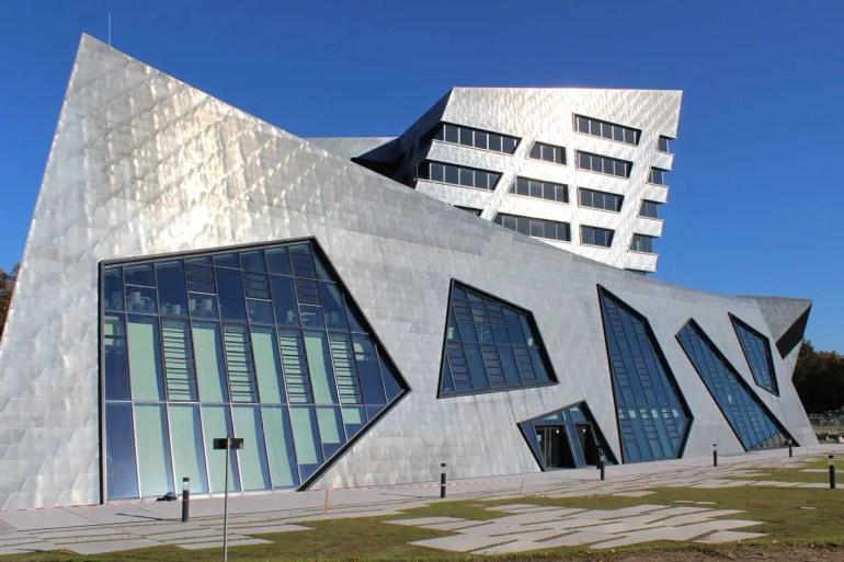 Libeskind hat das Zentralgebäude der Leuphana Universität Lüneburg gestaltet