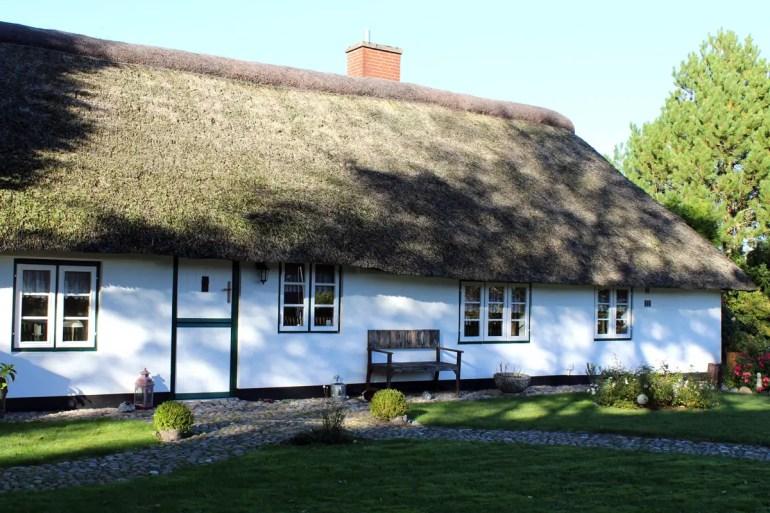Ein altes Friesenhaus in St. Peter-Dorf