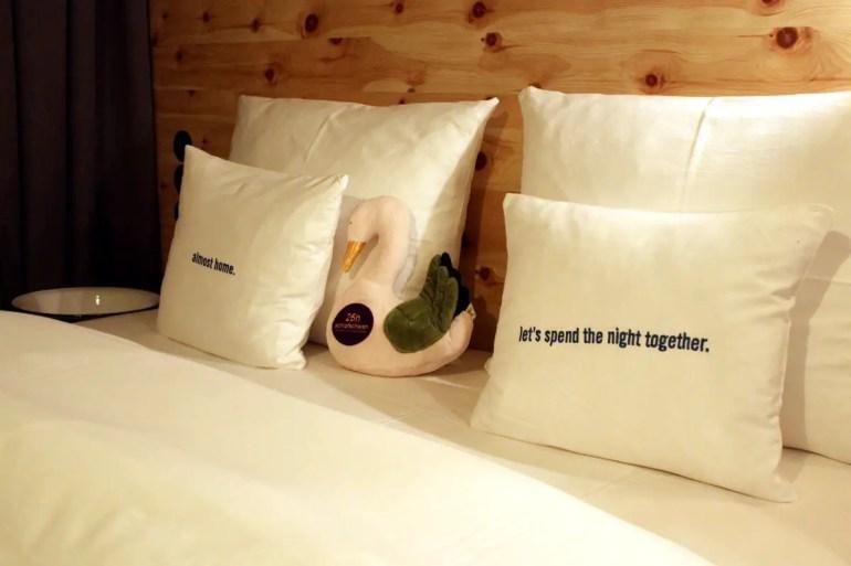 Gehört im 25hours Hotel einfach dazu: der Schlafschwan